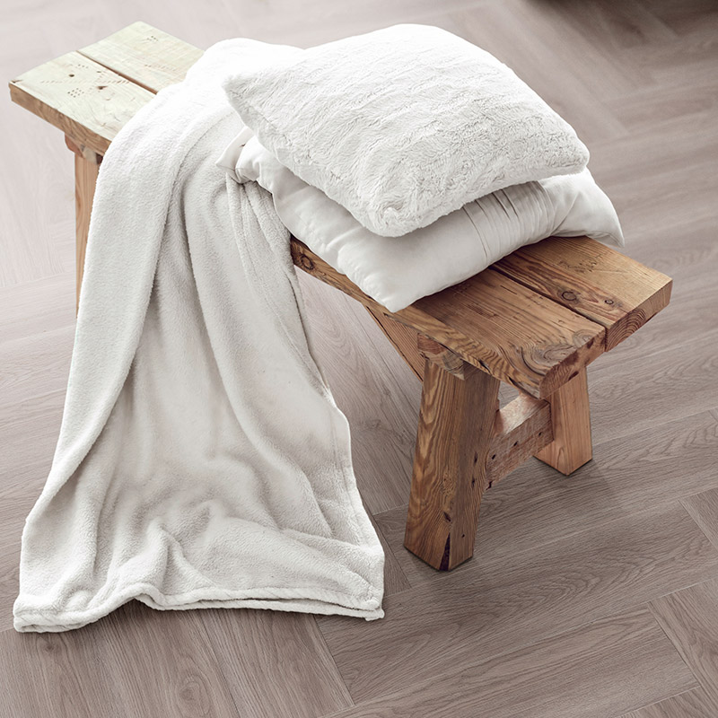 QA Luvanto Gluedown Herringbone Pearl Oak